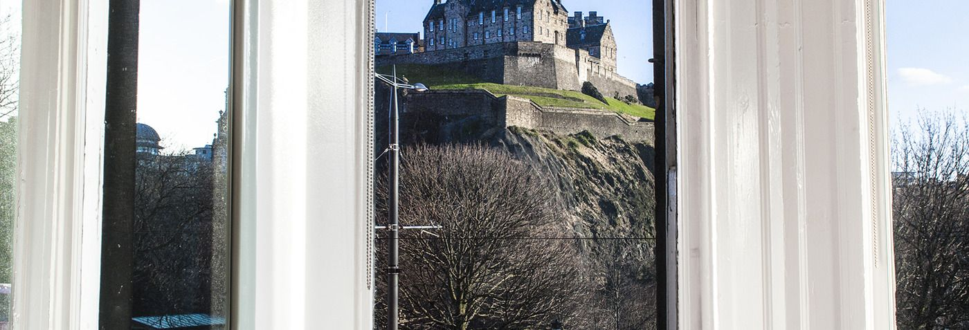 Guaranteed lowest Edinburgh hotel room rates. Guest reviews and advice on Edinburgh hotel stays.With majestic views of castle towers overlooking the lush Princes Street Gardens.